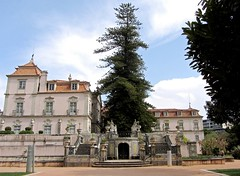 Palacio de los marqueses de Pombal (carlos_ar2000) Tags: portugal statue stairs landscape paisaje palace escultura oeiras estatua escaleras palacio esculture palaciodelosmarquesesdepombal