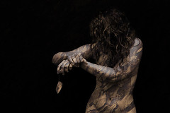 Marchitarse (Marie Casabonne) Tags: autumn woman leaves body bodylanguage wither textures otoo texturas cuerpo hojassecas marchitar