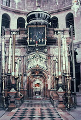 Entrance to the Holy Sepulchre, Church of the Holy Sepulchre (lreed76) Tags: jerusalem churchoftheholysepulchre