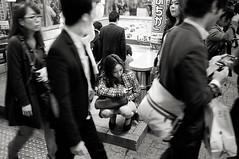 Shibuya. (Davide Filippini ) Tags: street girls people blackandwhite bw blancoynegro monochrome japan tokyo blackwhite pessoas women gente noiretblanc shibuya streetphotography pb nb bn menschen personas persone donne sw  japo  japon pretoebranco personnes giappone filles biancoenero femmes gens  japn ragazze        x100    schwarzweis  knelt kneltdown davidefilippini tokyostreetphotography  fujifilmx100 fujifilmfinepixx100  peopleknelt peoplekneltdown