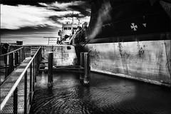 Appareillage (vedebe) Tags: noiretblanc netb nb bw monochrome eau mer port ports portdebouc bateaux petrolier petrole petrochimie pontons ville rue street city