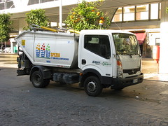 Nissan 35-13 (litter collection) (photobeppus) Tags: laspezia nissan 3513 litter collection truck urban street photography