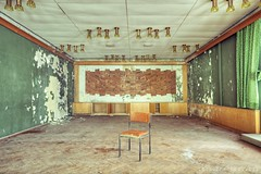 Hotel Atlantis (Knee Bee) Tags: hotelatlantis urbex abandonedhotel schimmel moos decay green grn