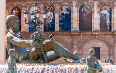 Valencia (Lord Seth) Tags: 2013 catedraldevalencia cattedrale d5000 lordseth plazadelavirgen vacanze fontanadinettuno holydays nikon spagna valencia