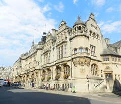 Oxford Town Hall, Oxford, Sep 2016 (allanmaciver) Tags: oxford town hall england central city honey colour elaborate style architecture weather warm september clouds sunshine st algate allanmaciver