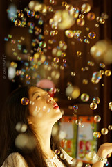 Bubbles (Charn High ISO Low IQ) Tags: woman happy dubai play uae 85mm bubble souk dreamy f18 madinatjumeirah canon6d