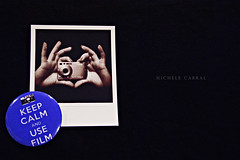 use film (michele cabral) Tags: camera blue black film polaroid photo hands details botton boton instantfilm keepcalm 365days 365project sonycybershotw80 michelecabral supimpax sonyalphadslra290l