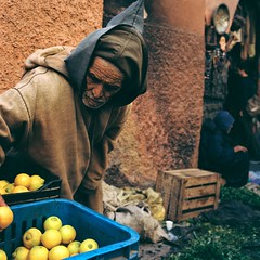 Life (minou*) Tags: life africa street old blue 120 6x6 film yellow rollei rolleiflex lemon market robe mint arabic morocco berber maroc marrakech maghreb medina vendor vegitable citron marche moroccan afrique magreb jellaba explored diellaba
