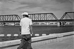 tempe 6766 (m.r. nelson) Tags: arizona people urban bw usa southwest monochrome america blackwhite candid streetphotography az bn americana tempe artphotography mrnelson markinaz sonya77 nelsonaz