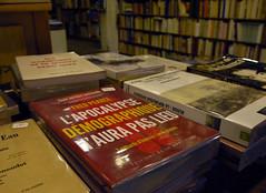 La prophtie   Paris, 15 janvier 2013 (Stphane Bily) Tags: paris book apocalypse books bookstore boulevardsaintmichel bookshop livre livres librairie dsastre prophtie rvlation dmographie fredpearce stphanebily