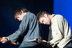 BLURRRRRRR (Damon Albarn & Graham Coxon) _BLR7287xxxr (hazyskyline) Tags: friends blur reunion beautiful amazing friendship coachella british tender 90s damonalbarn grahamcoxon britpop beetlebum lindseybest anamazingphotobyanamazingfanandhumanbeingtagaddedbykirstiecat