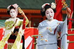 Maiko Odori (Teruhide Tomori) Tags: portrait japan dance kyoto performance maiko   kimono tradition japon odori