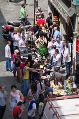 Granada Saturday (kh1234567890) Tags: girl pentax candid granada streetphoto 50200mm k7 smcpda50200mmf456edwr smcpentaxda50200mmf456edwr