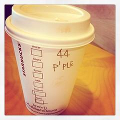 เออ...เลข 44 ด้านบนนิ! มิได้หมายถึงอายุพี่ชิมิค่ะ!#ตกใจ#มันคงหมายถึงจำนวนคนที่มาซื้อ#ลืมถาม