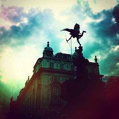 (Hollie Avalon) Tags: london dusk picadilly eros