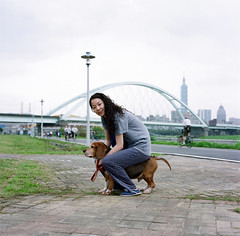 olivia rides mimi as a rody (Gregory Wu) Tags: zeiss hasselblad carl cf reala planar 80mm fujicolor 503cx