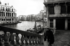 Venice, Italy : early morning at Canal Grande (Le Xuan-Cung) Tags: bridge venice winter blackandwhite bw sunlight girl face stairs reflections daylight seaside lightsandshadows nikon thought mood alone noiretblanc geometry dream earlymorning citylife streetshots streetphotography atmosphere streetlife streetscene nb sidewalk sw venezia venedig impression rialto bigcity sanmarco sunnyday canalgrande polfilter nikond1h lagooncity circularfilter livinginitaly livinginvenice lightsanddarks characterstudies inthecolddays inthetimeofcarnival livinginlagooncity