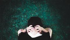 Caos. (Diego V - Fotgrafo) Tags: diego v v velando andrade inquietud caos manos chica verde