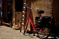 Siracusa (in Explore) (Massimo Frasson) Tags: italia italy sicilia siracusa centrostorico oldcity pittoresco barocco architetture souvenir negozio oggetti bicicletta strada mezzoditrasporto