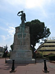 (AmyEAnderson) Tags: outdoor arles france europe bouchesdurhone provence monument statue historic