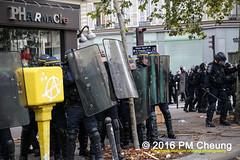 Manifestation pour l'abrogation de la loi Travail - 15.09.2016 - Paris - IMG_7933 (PM Cheung) Tags: loitravail paris frankreich proteste mobilisationénorme cgt sncf euro2016 demonstration manifestationpourlabrogationdelaloitravail blockaden 2016 demo mengcheungpo gewerkschaftsprotest tränengas confédérationgénéraledutravail arbeitsmarktreform lesboches nuitdebout antagonistischenblock pmcheung blockupy polizei crs facebookcompmcheungphotography polizeipräfektur krawalle ausschreitungen auseinandersetzungen compagniesrépublicainesdesécurité police landesweitegrosdemonstrationgegendiearbeitsmarktreform loitravail15092016 manif manifestation démosphère parisdebout soulevetoi labac bac françoishollande myriamelkhomri esplanadeinvalides manifestationnationaleàparis csgas manif15sept manif15 manif15septembre manifestationunitairecgt fo fsu solidaires unef unl fidl république abrogationdelaloitravail pertubetavillepourabrogerlaloitravaille