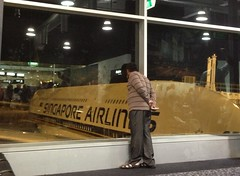 Sing plane (Hecuba's Story) Tags: singaporeairlines tullamarine uploaded:by=flickrmobile flickriosapp:filter=nofilter