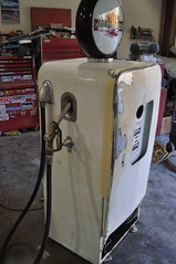 "Harley Davidson Vintage Gas Pump Style Kegerator • <a style=""font-size:0.8em;"" href=""http://www.flickr.com/photos/85572005@N00/8634733762/"" target=""_blank"">View on Flickr</a>"