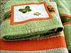 """TTBP_BORBOLETAS (""""ARTEIRICES"""" By RÔ IANGUAS) Tags: verde shower bolinhas borboletas presentes bege poas aplique toalhas fuxicos customização tecidoxadrez jogosdetoalhas jogosdebanho"""