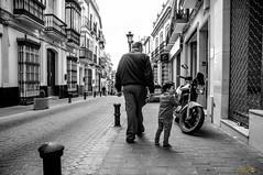 Cambios generacionales (ikerbuffon) Tags: familia nikon cadiz felicidad abuelos olvera disfrute nietos vejez d300s