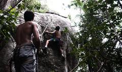 Primeiros passos (Neudson Aquino) Tags: kid climbing criana escalada rocha garrote