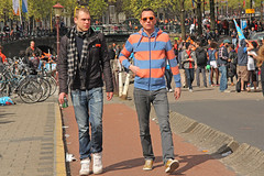 Halvemaansbrug - Amsterdam (Netherlands) (Meteorry) Tags: bridge party orange holland boys netherlands sunglasses amsterdam europe nederland guys sneakers trainers nike event baskets april pont beatrix paysbas inauguration hommes amstel maxima queensday koninginnedag kloveniersburgwal willemalexander mecs koninginbeatrix meteorry skets 2013 abdication koningsdag halvemaansbrug koningwillemalexander koninginmaxima