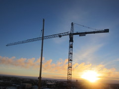 Lifting the jib in place (rich_4711) Tags: crane uppsala assembling