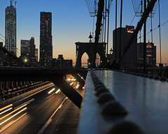Walking the Brooklyn Bridge (Oquendo) Tags: new york city bridge urban tower cars primavera brooklyn speed landscape puente lights freedom spring edificios long exposure structures paisaje urbano nueva urbanas rascacielos estructuras oquendo 2013