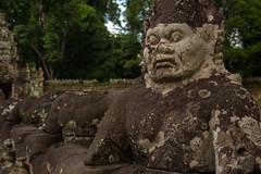 圣剑寺入口的雕像 | Statue at the Entrance of Preah Khan (Owen Wong (Thank you)) Tags: statue asia cambodia siemreap angkor preahkhan 柬埔寨 雕像 亚洲 吴哥 暹粒 圣剑寺 samudramanthan 搅动乳海