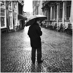 rain (vinfor) Tags: ricoh ricohgr street streetphotography square squareformat squarephotography streetphotgraphy gr urban blackandwhite bw