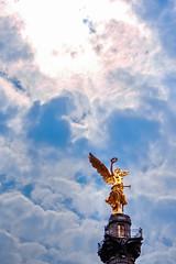 Simbolo de una nacin (Alyaz7) Tags: nikond7200 lentenikonnikkorafs1855mm13556giidxvr vr rawquality ciudaddemxico mxicocity monumentoalaindependencia angeldelaindependencia independenceangel angel cielo sky icono smbolo libertad contraluz backlight sol sunlight freedom statue estatua nubes clouds
