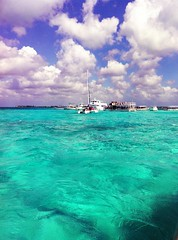 Cristal Blue (_Paula AnDDrade) Tags: ocean travel blue sea sky water azul clouds boat mar honeymoon explore nuvens caribbean grandcayman caribe iphone iphonesia pagespaulaanddradephotography114740648540386