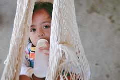 Envidia? (*puchivida*) Tags: baby girl mexico 50mm nikon nap nia sleepy beb oaxaca siesta sueo hamaca bibern d5000
