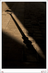 Alumbrando sombras - p365jvr - 18 de abril de 2013. 108/365 (Javier Vegas (Alias El Vegas)) Tags: street vegas light shadow luz nikon farola 04 streetphotography sombra 19 109 palencia d90 2013 p365jvr