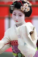 Odori Performance (Teruhide Tomori) Tags: portrait japan dance kyoto performance maiko   kimono tradition japon odori     canonef300mmf28lis  canoneos5dmark