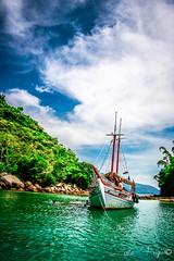 Ilha Grande - RJ - Brasil (Leila Fugii) Tags: ocean sun sol praia beach boat mar barco paradiso paraso oceano