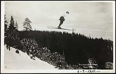 Fra Holmenkolrendet. Oscar Larsen, 1911 (National Library of Norway) Tags: sport postcards abel holmenkollen wintersports postkort idrett skihopping skihopp nasjonalbiblioteket vintersport nationallibraryofnorway holmenkollrennet oscarlarsen