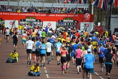 London Marathon 21st April 2013 Runners approach the finish line on the Mall infront of Buckingham Palace in glorious spring sunshine (Le monde d'aujourd'hui) Tags: london sunshine mall spring marathon 21st running palace line glorious finish april runners approach buckingham infront 2013