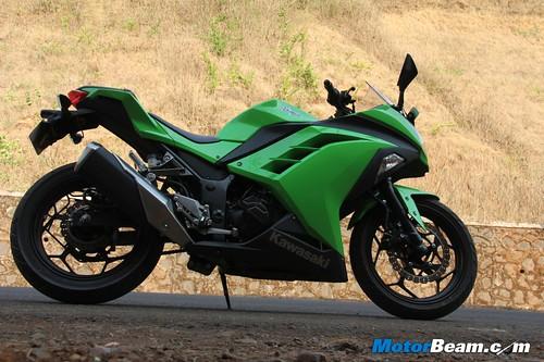 Kawasaki-Ninja-300-35