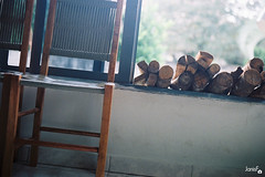 firewood (Janis F.) Tags: wood film window wall analog 35mm chair chairs kodak iso400 openwindow janela yashica cadeiras firewood parede lenha yashicafx3 fotografiaanalgica yashicafx3super2000 analoguephotography
