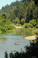 Up a lazy river (Photosuze) Tags: california trees summer people green sports northerncalifornia boats canoes rivers boating sonomacounty recreation relaxation russianriver