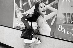 Aoyama-itchme. (Davide Filippini ) Tags: street people blackandwhite bw blancoynegro monochrome japan tokyo blackwhite pessoas women leute gente noiretblanc streetphotography pb nb bn menschen personas persone  donne sw  japo mulheres aoyama mujeres japon pretoebranco personnes giappone biancoenero femmes gens vrouwen frauen  japn     kobiety  x100   schwarzweis  kvinder kadn   naiset    kvinnor  nk  davidefilippini phn tokyostreetphotography aoyamaitchme  nb  fujifilmx100 fujix100 fujifilmfinepixx100