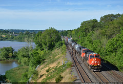 Green reds... (Marco Stellini) Tags: railroad ontario canada electric general 4 hamilton canadian tier narional et44ah