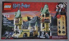 Hogwarts Welcomes You. (Veee Man) Tags: gimp nikond5000 lasvegas nevada ground concrete lego game toys fun children harrypotter danielradcliffe jkrowling magic sorcery wizards school box red hogwarts