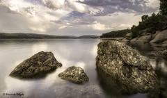 Trs Rochas (Fernando Delgado) Tags: paisagem landscape gua water albufeiradovilar faia sernancelhe viseu granito barragem dam cu nuvens clouds sky